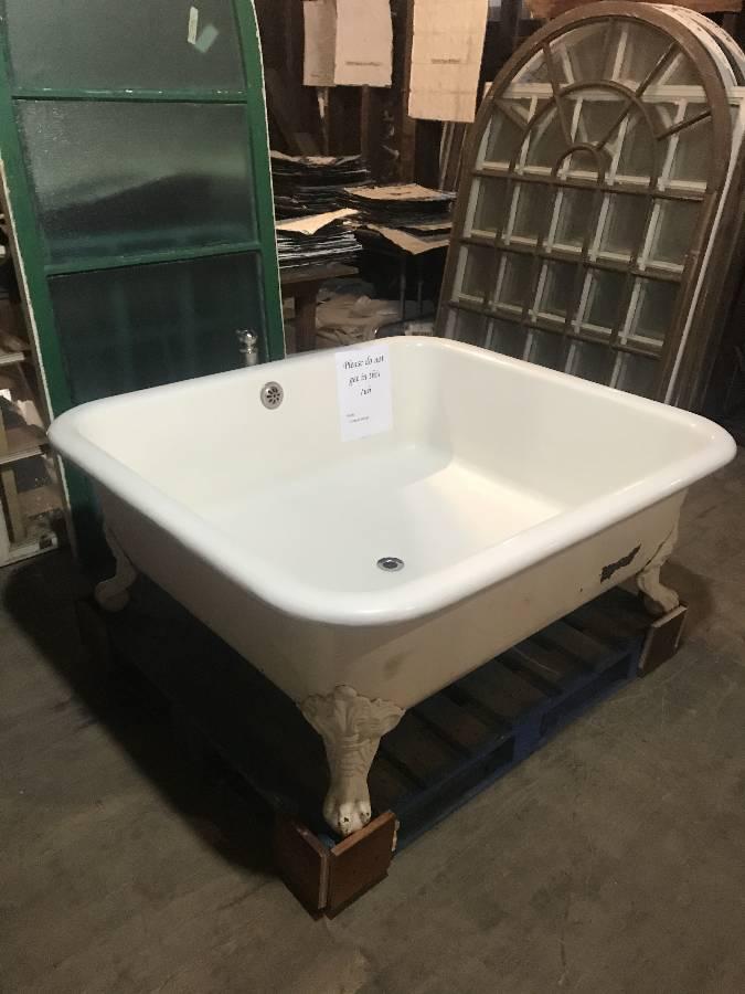 Standard Pool Bath!